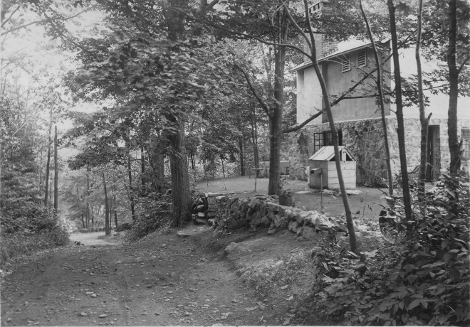 silvermine-book-looking-down-borglum-rd-with-schmitt-house-on-right